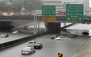 People had to abandon their cars as the Decarie flooded